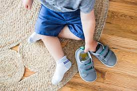 When to Put Shoes On Baby